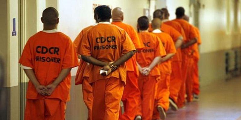 В тюрьмах США заключенных успешно обучают программированию