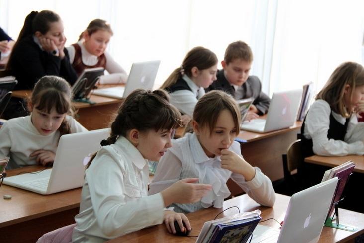 Более 100 тысяч детей покинуло польские школы ради учебы за границей
