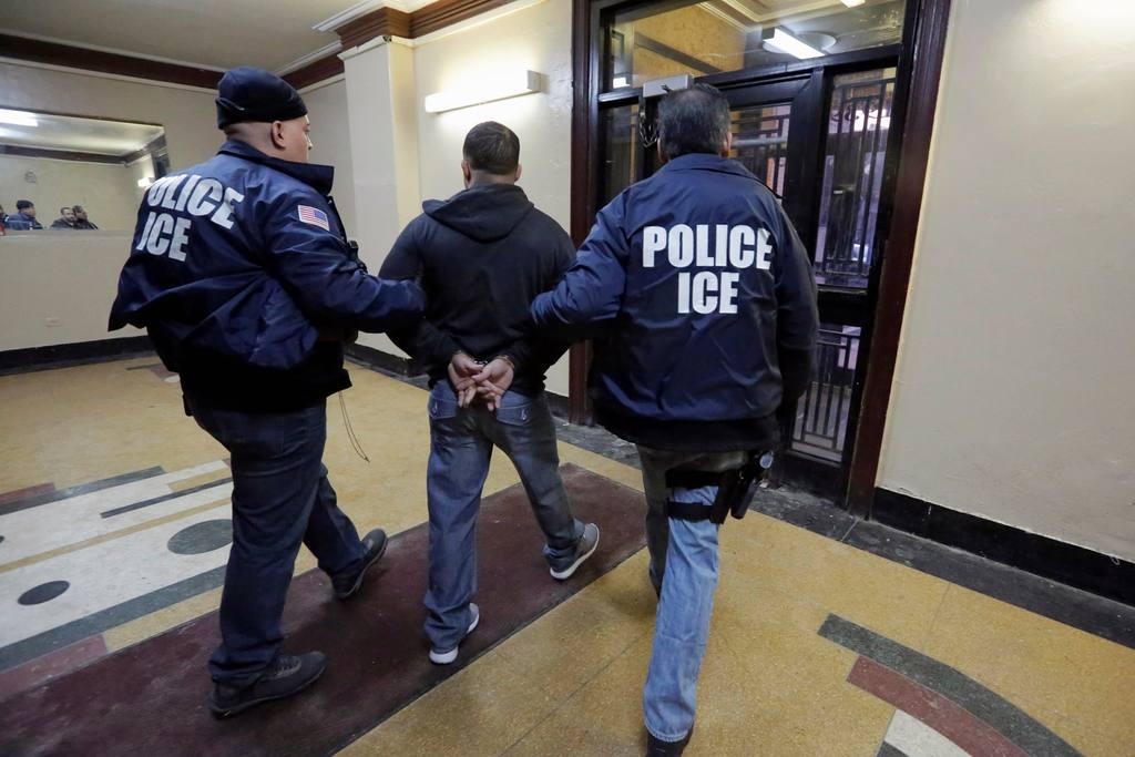 Менее 1% нарушителей визового режима были депортированы из США в 2015 финансовом году