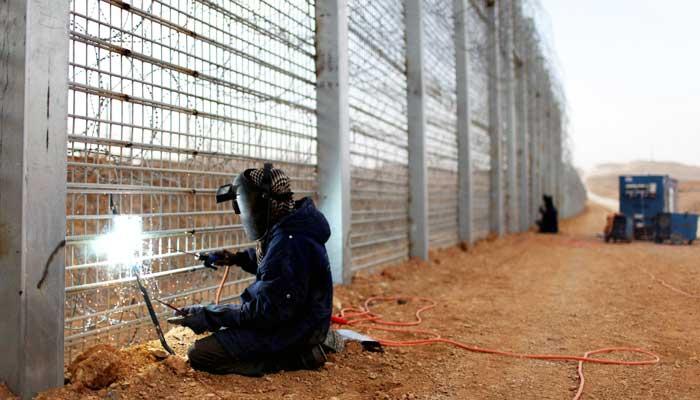 Эстония и Латвия потратят около 90 млн. евро на строительство стены с Россией