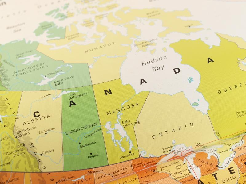 Канадцы хотят видеть больше иммигрантов в стране