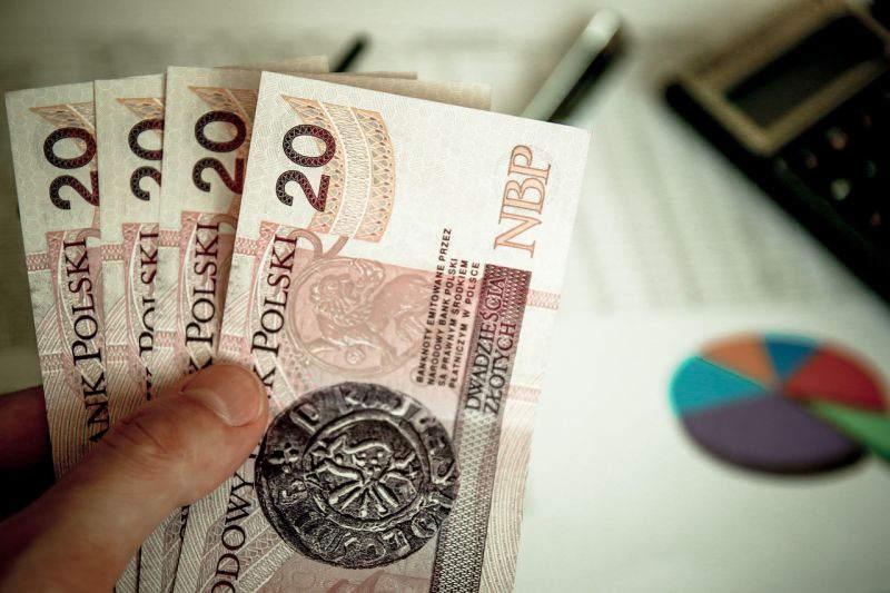 Польша увеличивает минимальную заработную плату до 2000 злотых в месяц