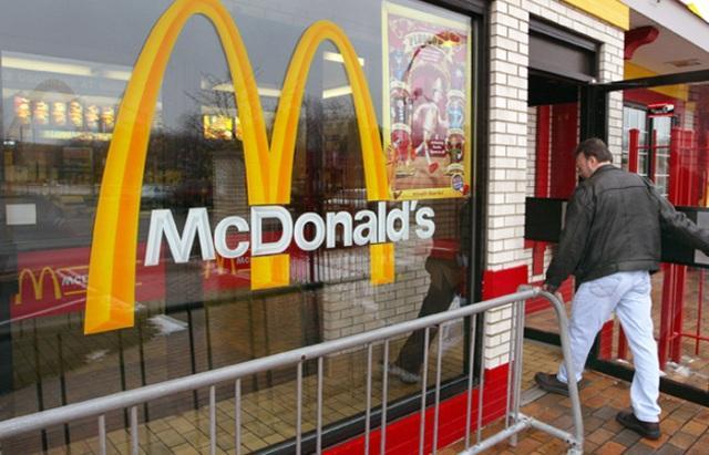 Макдональдс заменяет дорогих квалифицированных американских работников иммигрантами