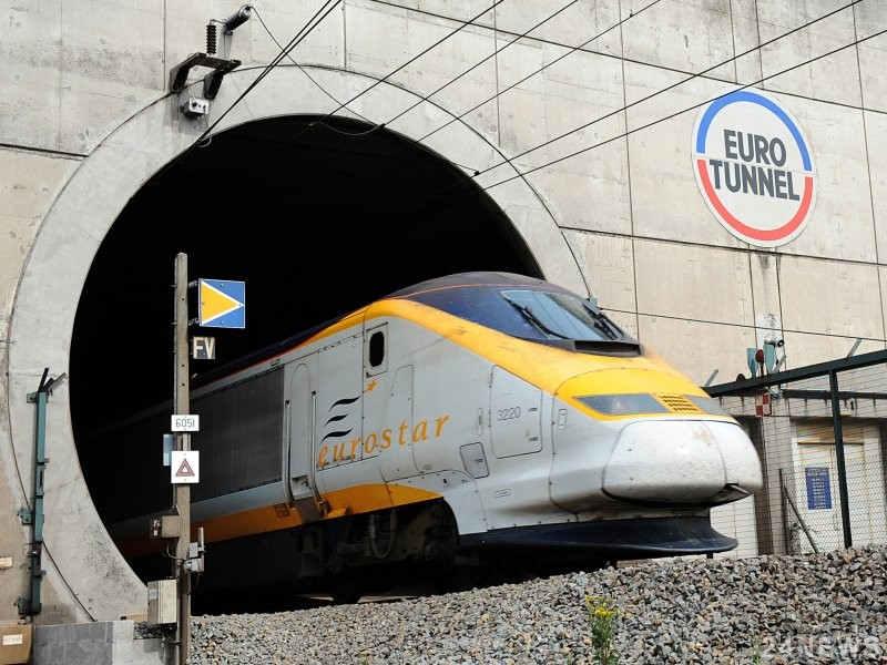 Великобритания будет останавливать поезда Eurostar для задержания нелегальных иммигрантов