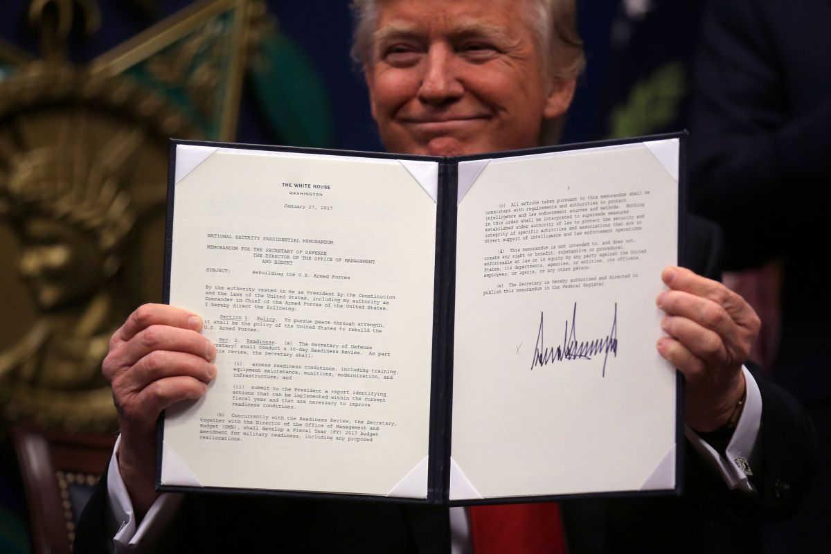 Дональд Трамп отменил программы для беженцев и запретил въезд в США гражданам семи стран