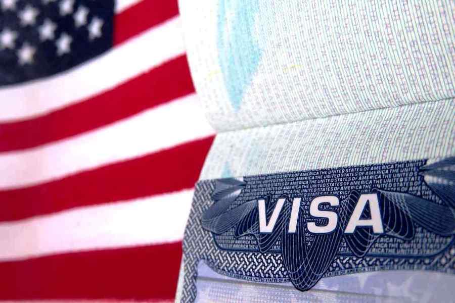 Трамп приостановил действие популярной программы The Visa Interview Waiver Program