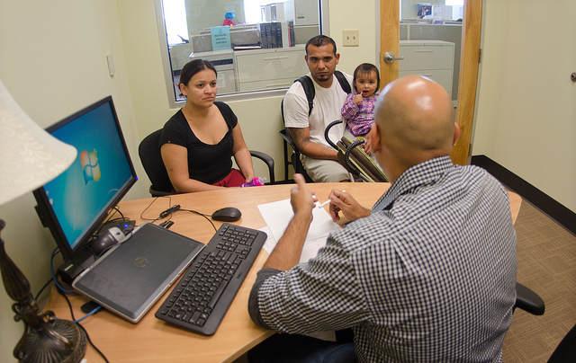 США могут начать депортацию легальных иммигрантов за получение государственной социальной помощи
