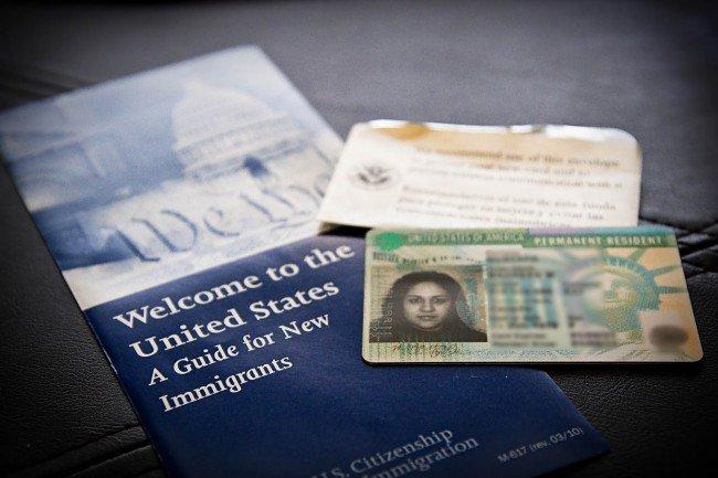 В США могут запретить работать супругам владельцев визы H-1B