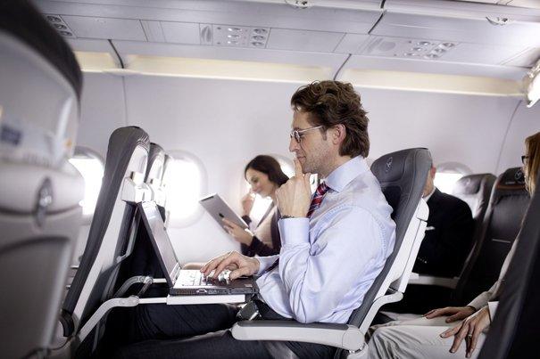 США запретили перевоз электронных устройств в ручной клади на рейсах из 10  аэропортов мира