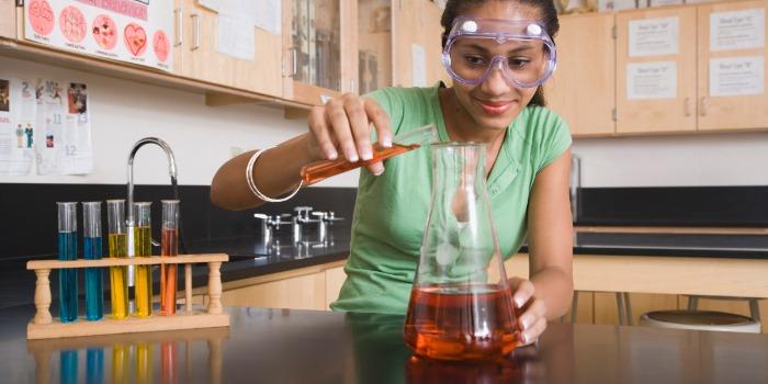 В США 83% финалистов национального конкурса среди школьников «Intel Science Talent Search» являются детьми иммигрантов