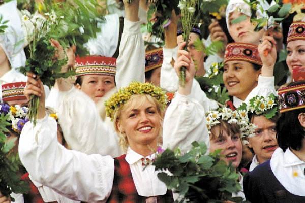 Россия отменила визы для молодежи из Латвии и Эстонии