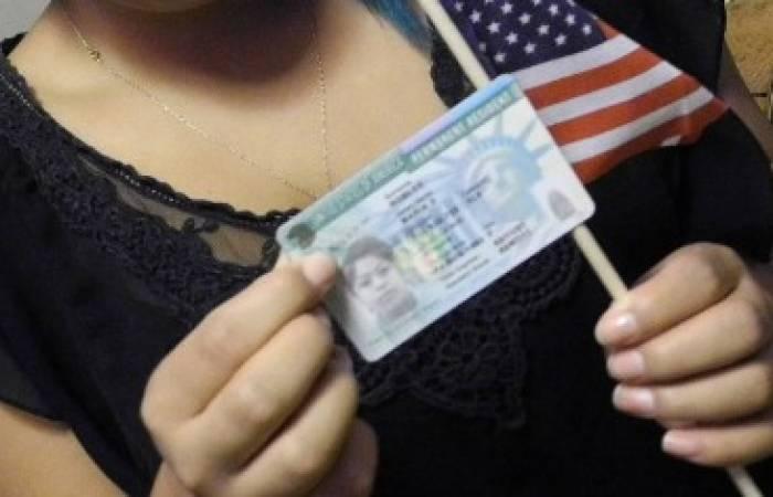 США начали выдавать грин-карты и разрешения на работу (EAD) нового образца