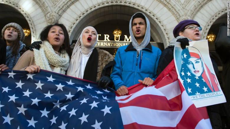 Миграционный указ Трампа возобновлен Верховным Судом США