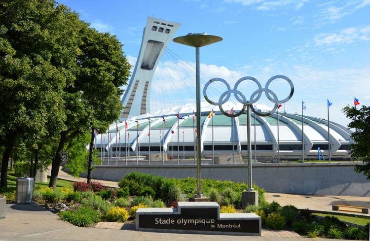 Канада размещает мигрантов из США на Олимпийском стадионе в Монреале