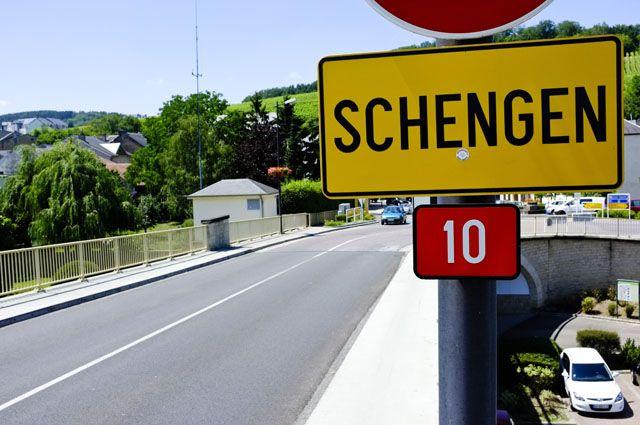 Еврокомиссар по вопросам миграции призвал включить Болгарию и Румынию в Шенгенскую зону