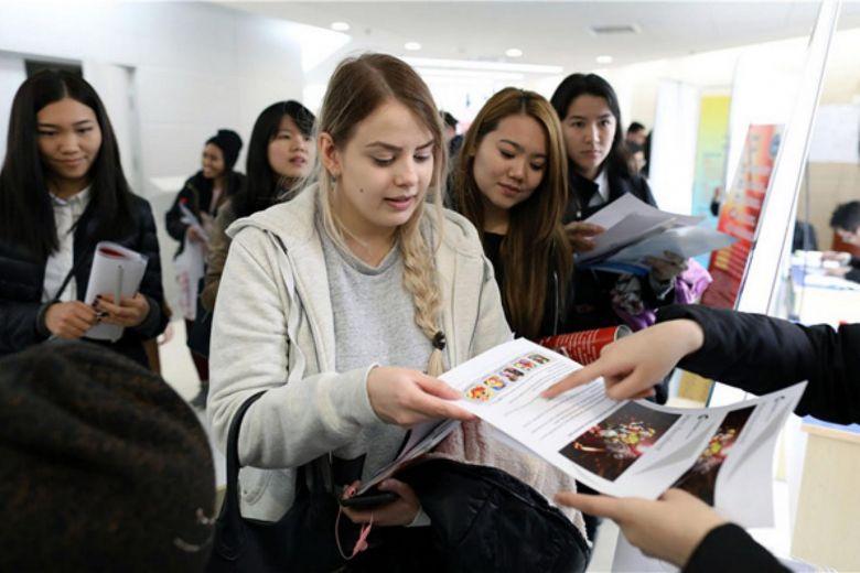 Китай становится центром притяжения талантов со всего мира