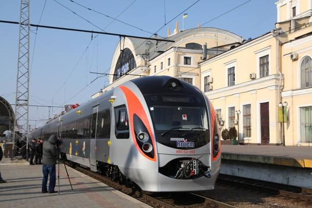 """""""Укрзализныця"""" начала продажу билетов на международные поезда в страны ЕС"""
