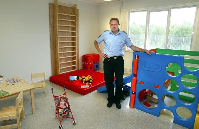 Норвегия прекращает размещение семей беженцев в центре для заключенных