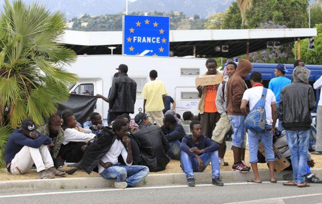 В 2017 году было подано более 100 тысяч заявлений на получение убежища во Франции