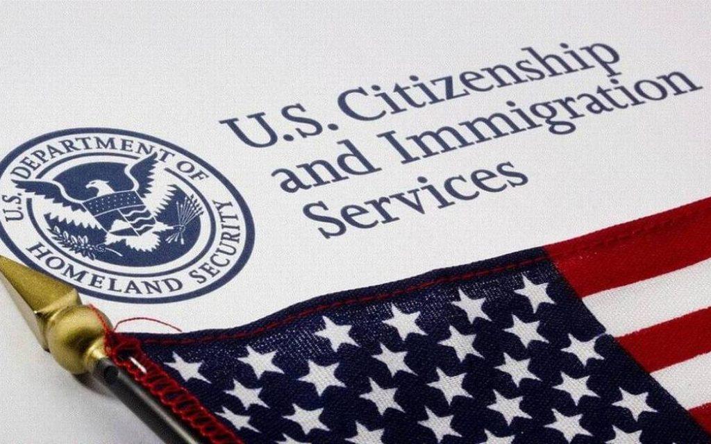 Американская Служба по вопросам иммиграции исключила из формулировки своей миссии определение США как «нации иммигрантов»