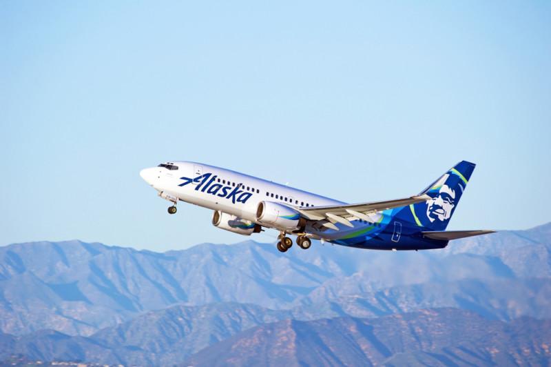 Alaska Airlines названа лучшей из 9 крупнейших авиакомпаний США