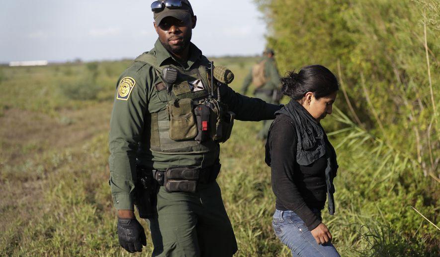 США запретили отпускать на свободу до решения суда пойманных нелегальных мигрантов