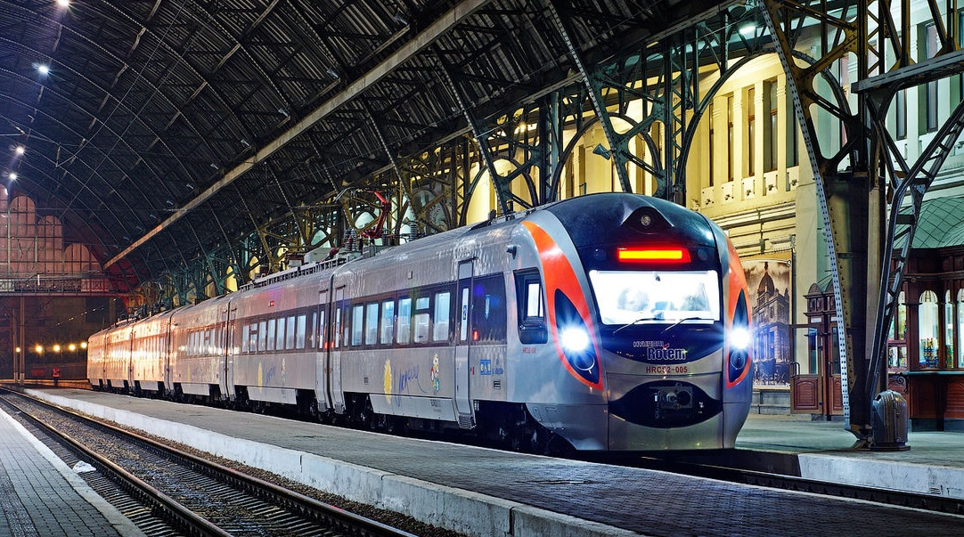 """Украина запускает новый железнодорожный маршрут """"4 столицы"""" - Киев-Минск-Вильнюс-Рига"""