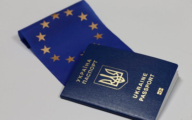 В Украине за 1 год безвиза с ЕС было оформлено 5 млн. биометрических паспортов