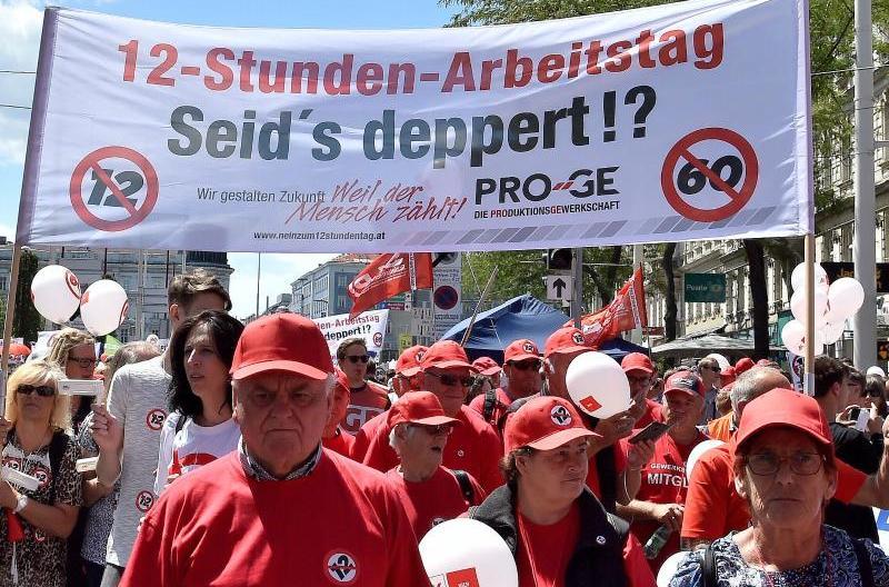 В столице Австрии прошла массовая акция протеста против 12-часового рабочего дня