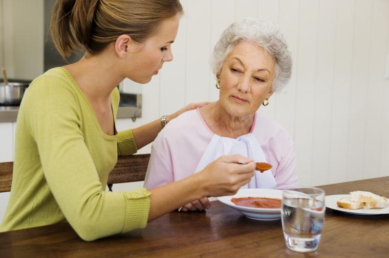 Италия остро нуждается в иностранных работниках, осуществляющих уход за престарелыми людьми