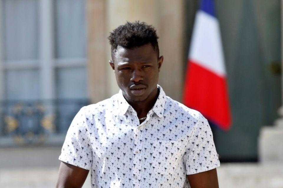 Мигрант-герой «Человек-паук» получил гражданство Франции