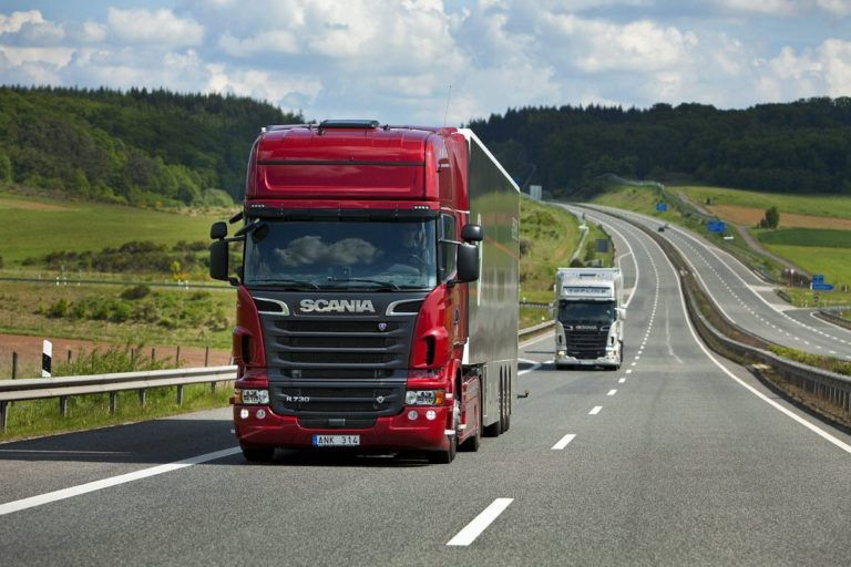 В Польше украинцам и белорусам проще стать водителем большегрузного транспорта, чем полякам