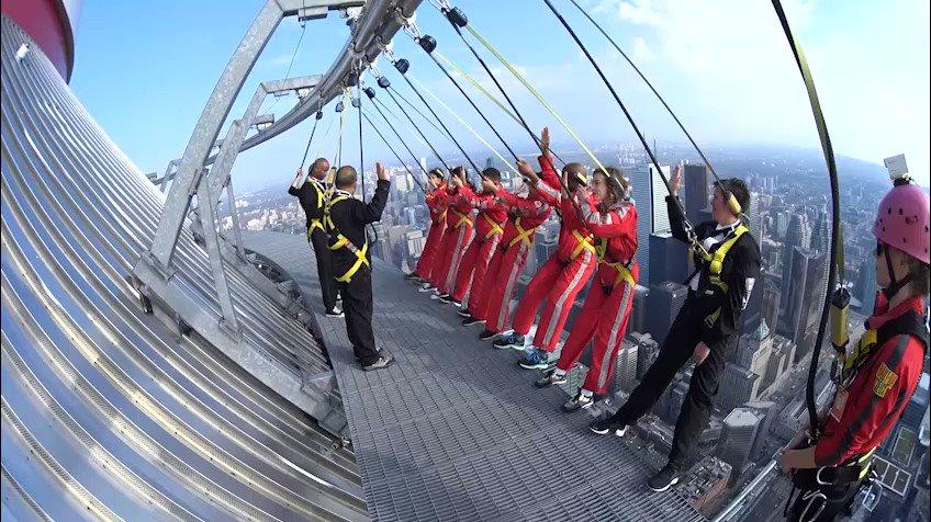 В Торонто 6 человек присягнули на гражданство Канады на крыше башни CN Tower