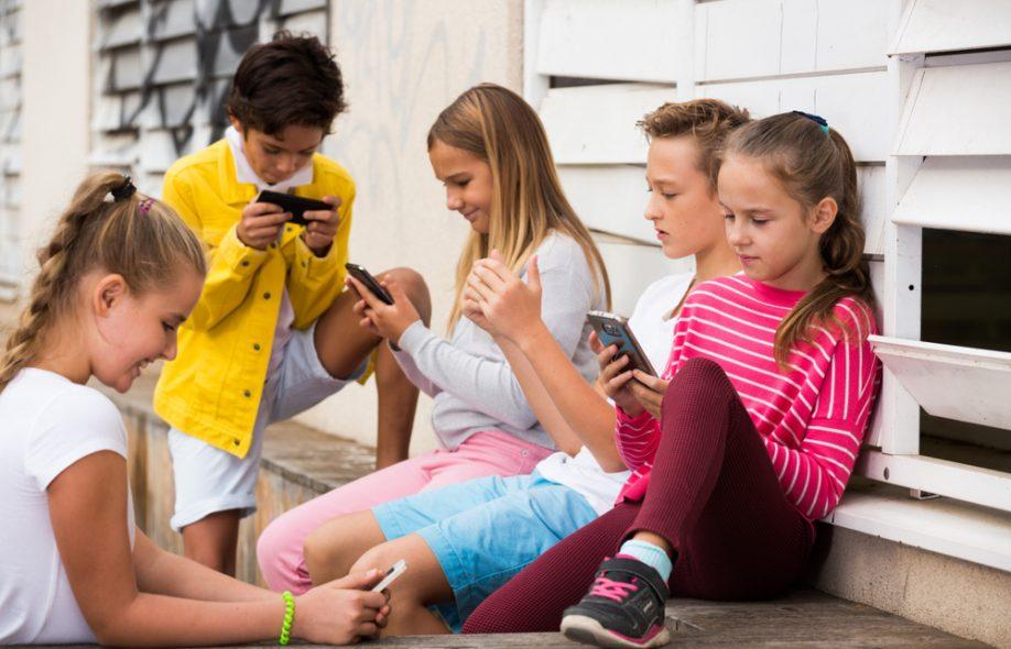 86% немцев выступают за запрет мобильных телефонов в школах