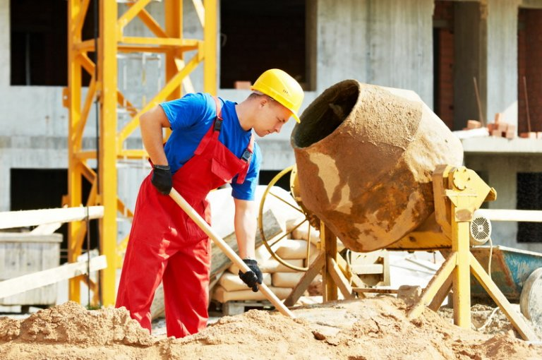 Польские строительные компании готовы платить за помощь в поиске сотрудников