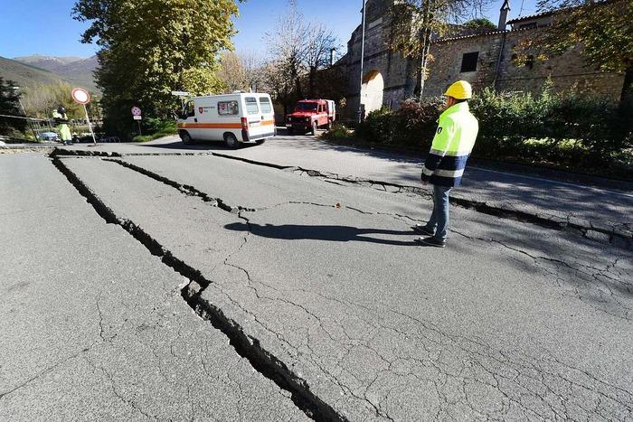 Мощное землетрясение повредило мосты и дороги на юге Аляски