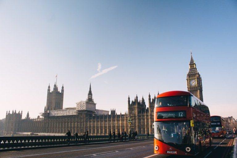 """Выдача британских """"золотых виз"""" приостановлена из-за коррупционных опасений"""