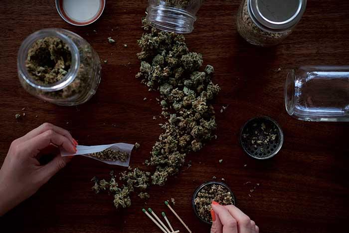 Marlboro инвестирует миллиарды в производство канадской марихуаны
