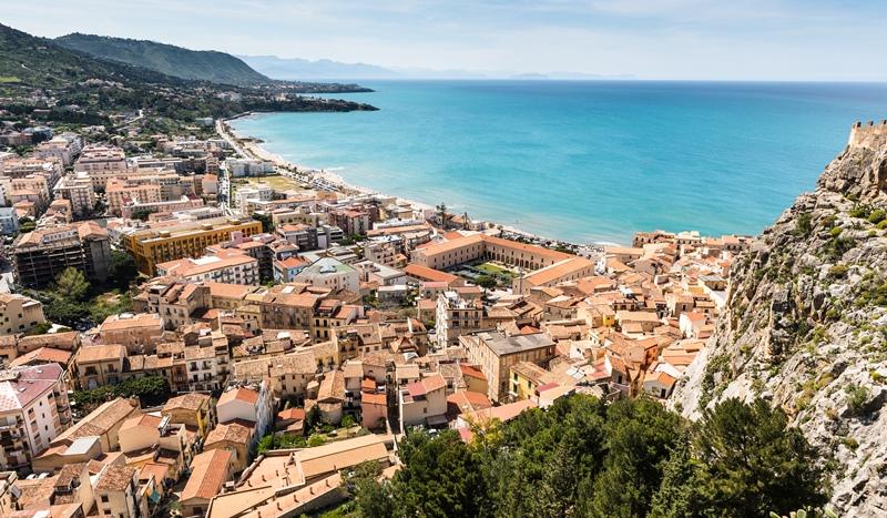 Итальянский городок предлагает виллы за 1 евро