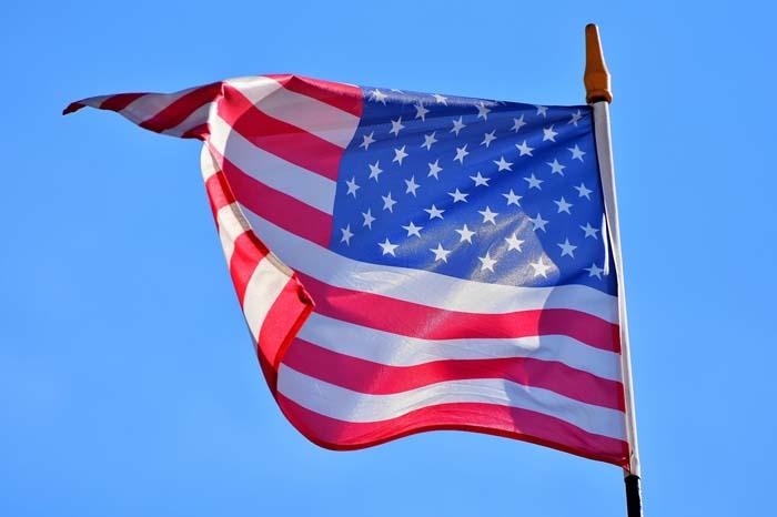 Служба гражданства и иммиграции США закрывает офис в Москве