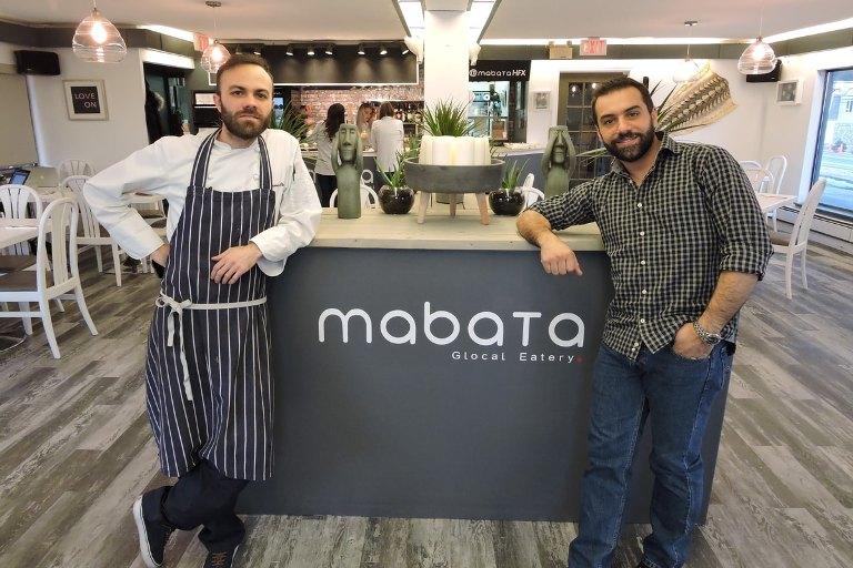 Иммигранты открыли в аэропорту Канады первый честный магазин