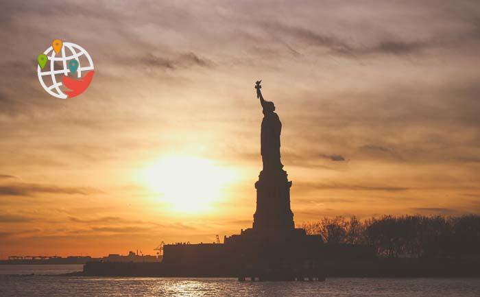 В Америке закрыли две программы, которые позволяли жить и работать в США без грин-карты