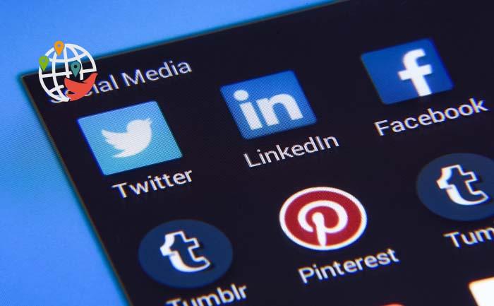 Какие соцсети будут проверять американские чиновники?