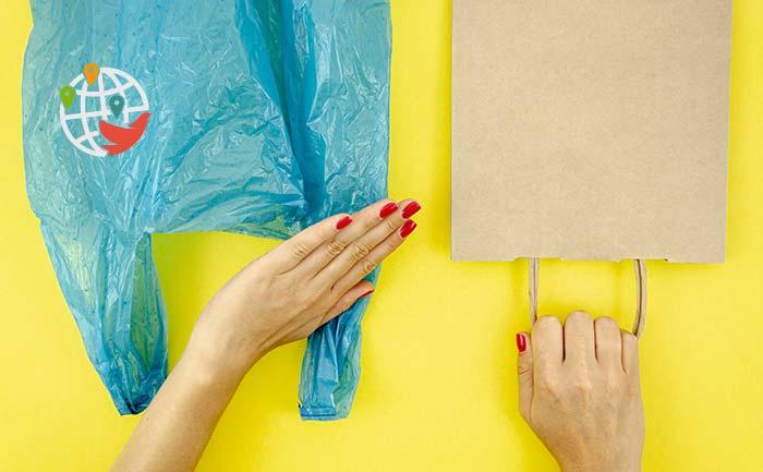 Битва с пластиком: скоро канадцам придется жить без многих удобных вещей