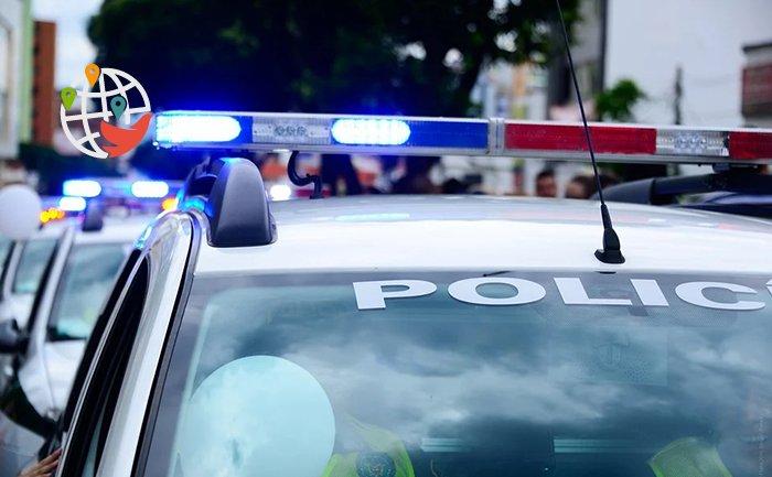 В Британской Колумбии полиция оштрафовала подростков за встречу на парковке