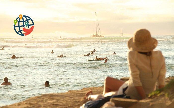 Тысячи канадцев летают на Гавайи, несмотря на ограничения