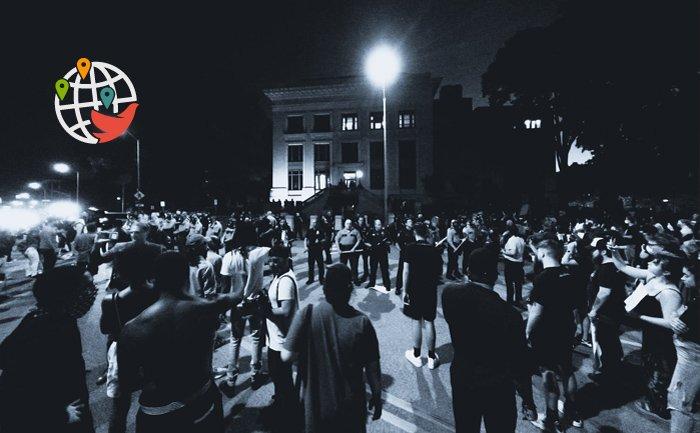 Жители Монреаля вышли на очередной протест