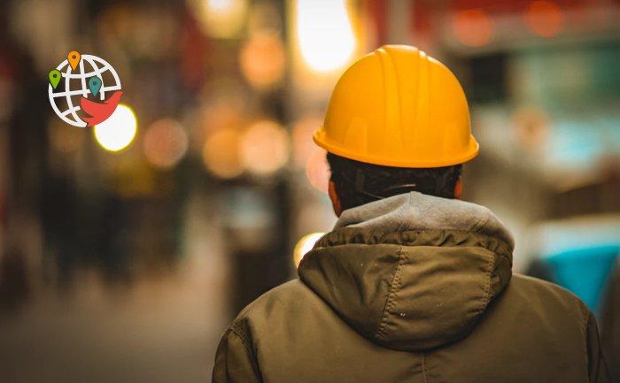 Тысячи сотрудников в мае остались без работы