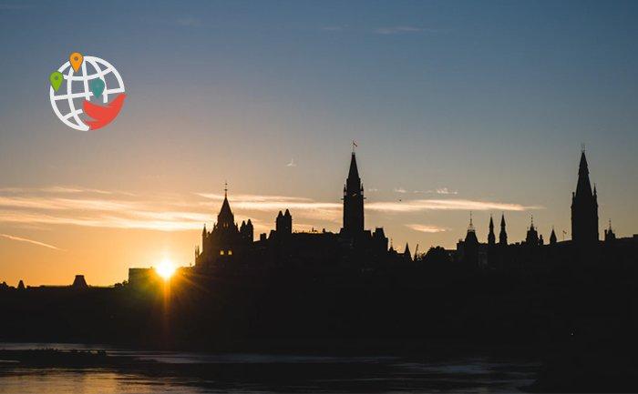 Провинция Онтарио нацелилась на административных работников