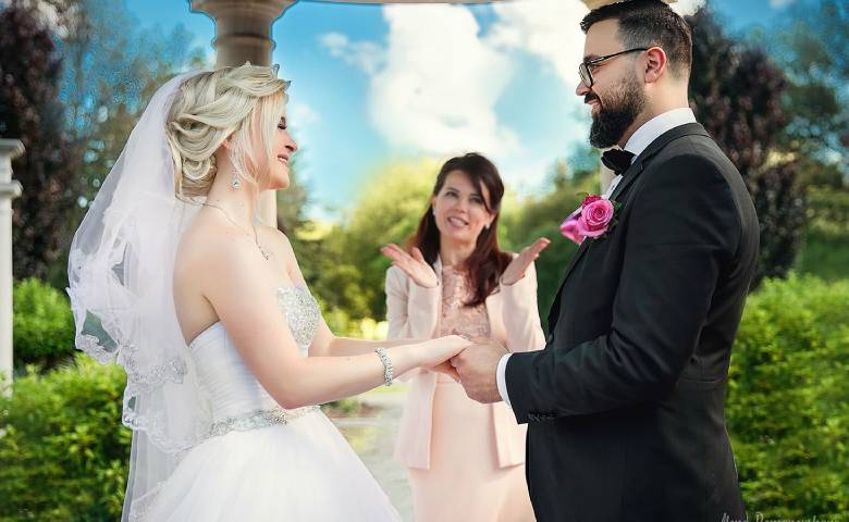 Wedding Officiant Olesya Tsvok